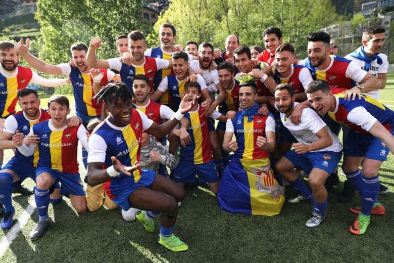 Célébrer deux montées à la fois, mode d'emploi (© Twitter FC Andorra)